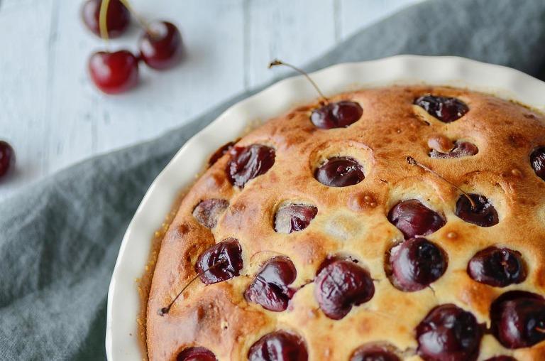 Sommerlicher Joghurt-Kirsch-Kuchen Food Photography Wildflower Romance Fotografie Grafikdesign