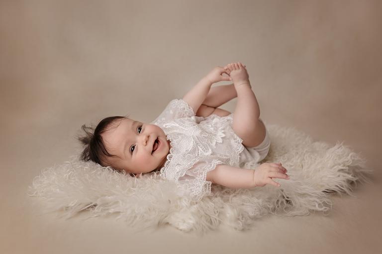 Fine Art Galerie Atelier nordbrise | Maternity Babybauch Sitzkind Sitter Baby Kind Child Schwangerschaft Fine Art Stillen