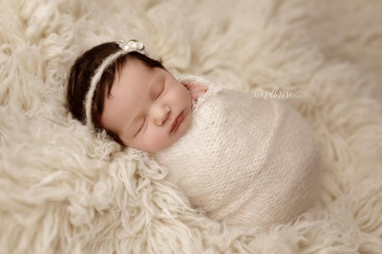 Neugeborenenshooting in Nöchling   Atelier nordbrise Fotografie   Natürliche einzigartige Babyfotos im Raum Melk   Neugeborenenfotograf Babyfotograf Familienfotograf Babyfotografie Neugeborenenfotografie